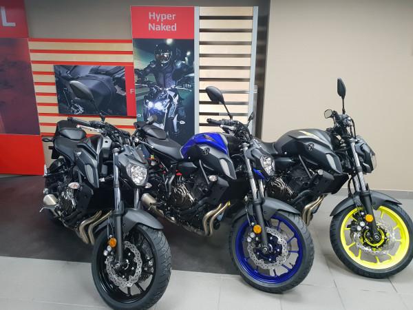 MT-07 35 KW ou Full, Tech Black, Yamaha Blue, Night Fluo